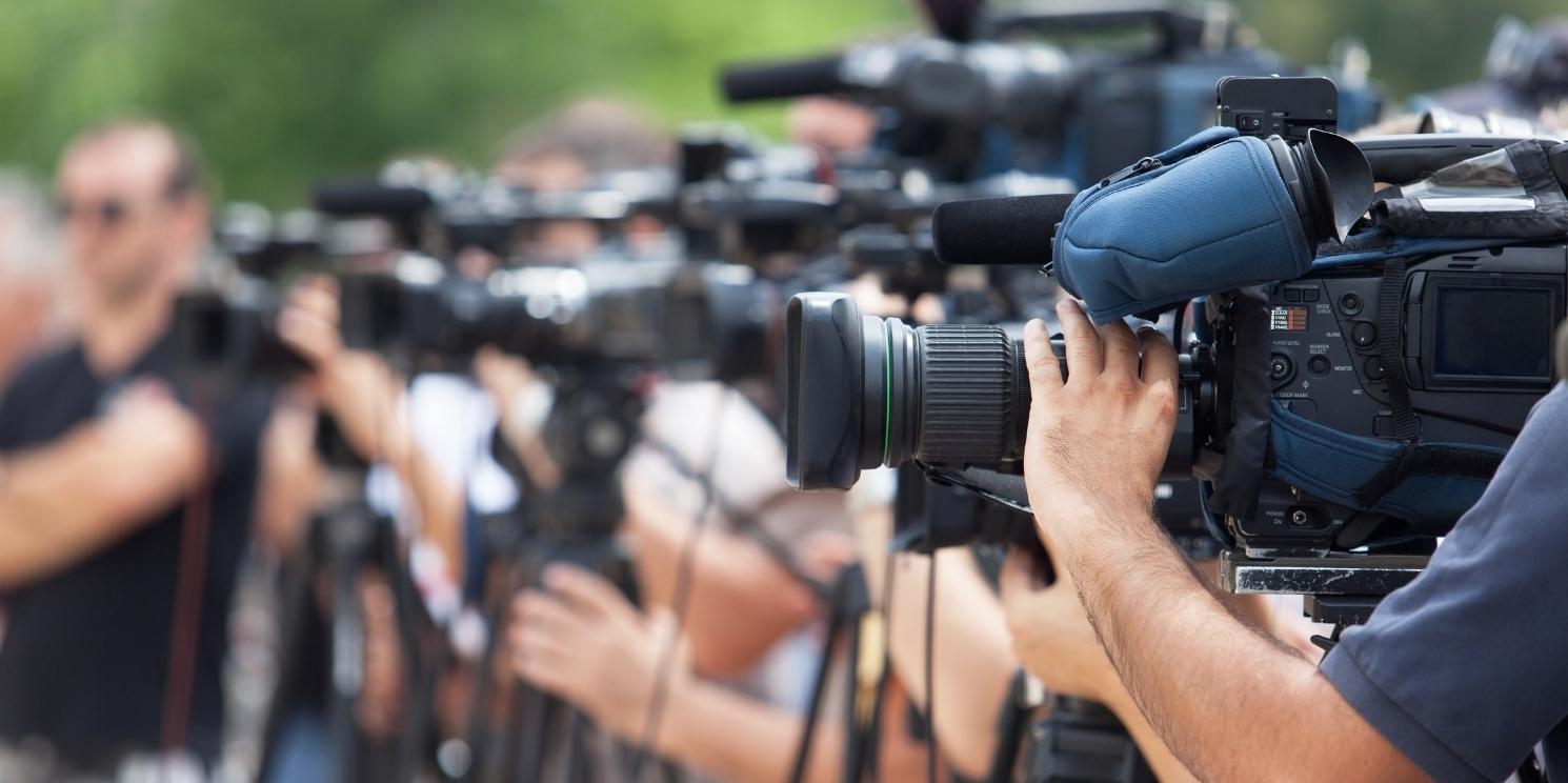 Press Conference, Kameras, Krise